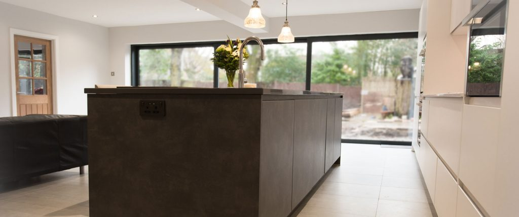 Matt Crystal and Dark Cement Kitchen with Quartz Worktop and Splashback – Hale