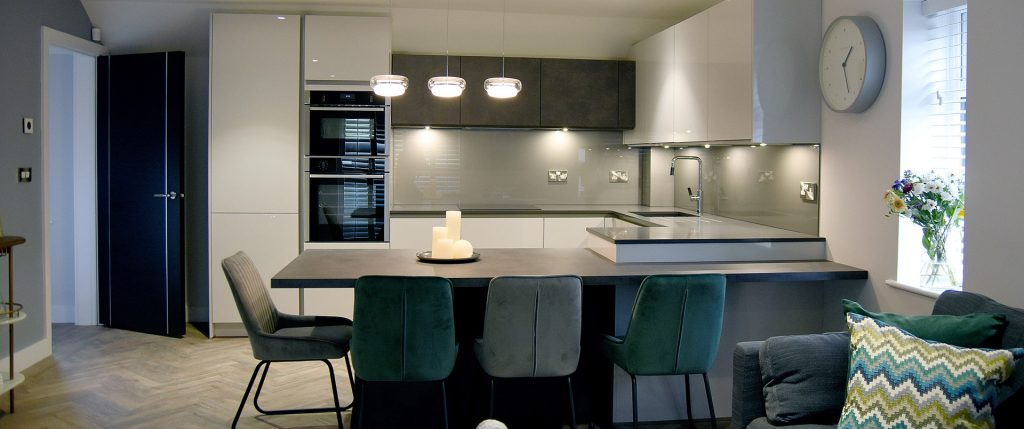 Dark Cement and Gloss Light Grey Contemporary Kitchen with Quartz Worktop and Glass Splashback – Altrincham