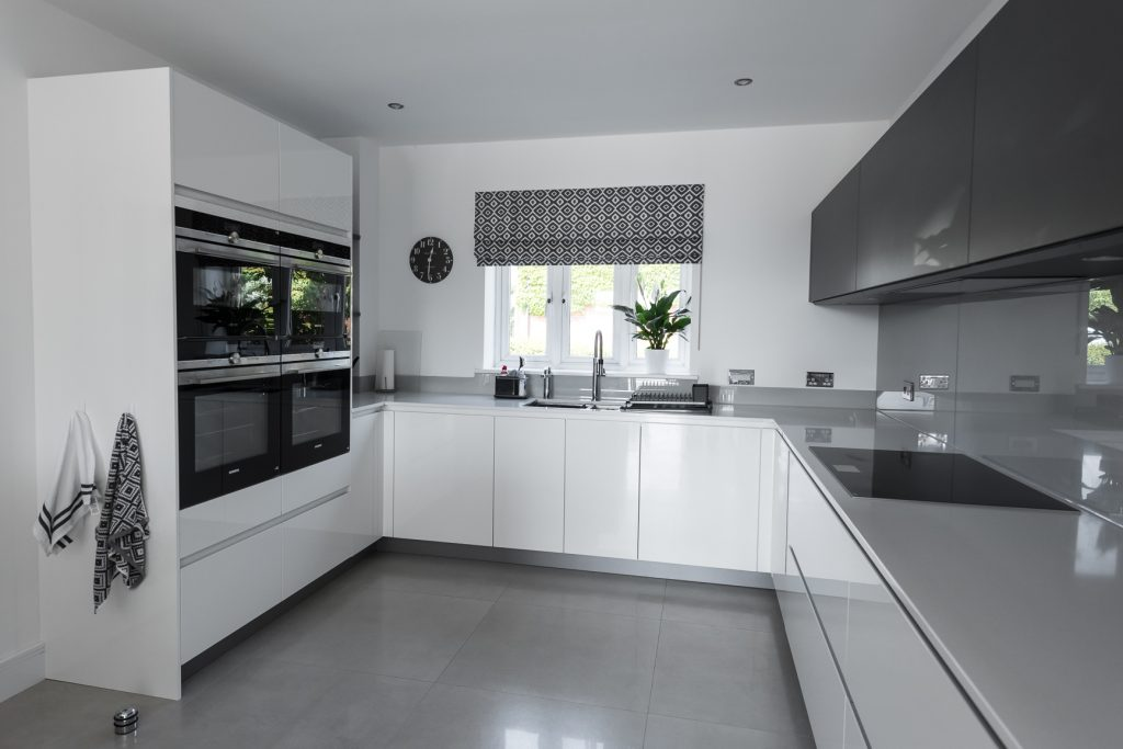 Gloss White Modern Kitchen with Quartz Worktop and Glass Splashback – Wrexham